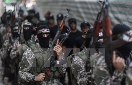 Mot qua rocket ban tu khu vuc Dai Gaza roi trung lanh tho Israel - Anh 1