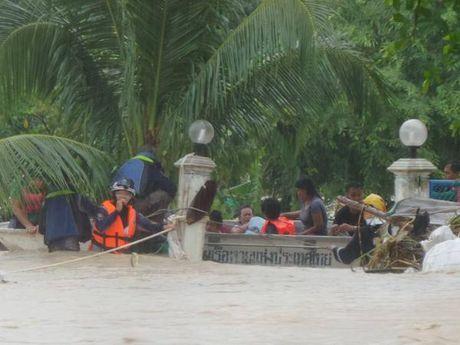 "Clip ""thanh dia du lich"" Pattaya, Thai Lan chim trong bien lu - Anh 4"