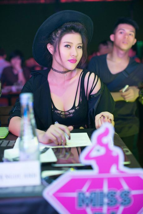 "Ve dep nong bong cua nu DJ ""troi chan"" cau thu Viet Thang - Anh 13"