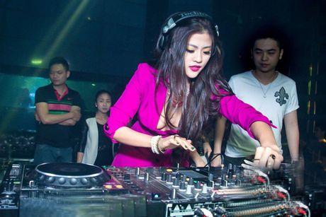 "Ve dep nong bong cua nu DJ ""troi chan"" cau thu Viet Thang - Anh 17"