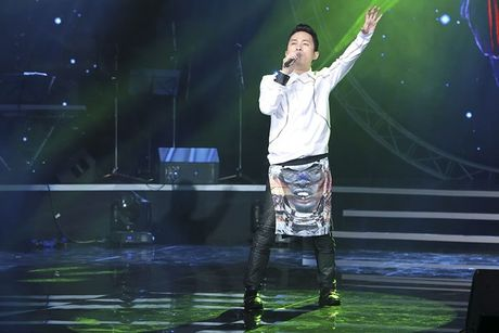 Tung Duong gap su co truoc gio len san khau BHYT - Anh 2