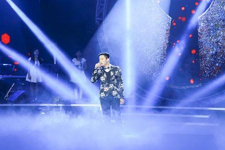 Tung Duong gap su co truoc gio len san khau BHYT - Anh 4