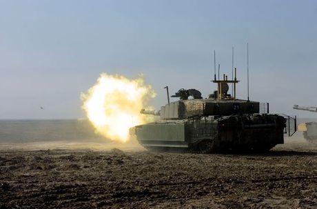 Nhan dien cac doi thu sung so cua sieu tang T-14 Armata - Anh 6