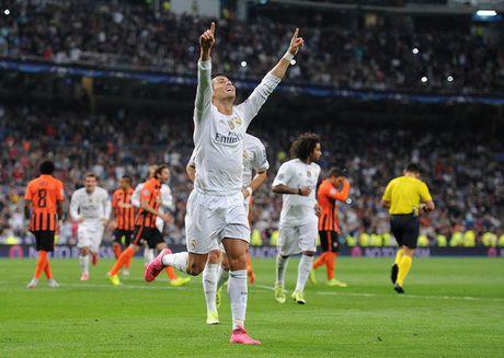 HLV Benitez 'vua danh, vua xoa' Ronaldo - Anh 2