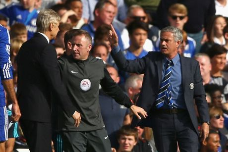 HLV Mourinho se bat tay Wenger khi Chelsea tiep Arsenal - Anh 1