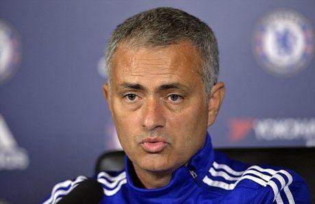 HLV Mourinho se bat tay Wenger khi Chelsea tiep Arsenal - Anh 2