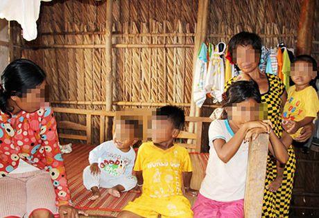 Nguoi phu nu 16 lan sinh con o mien Tay - Anh 1