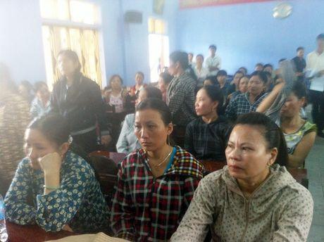 Thua Thien - Hue: Taxi Vang chung tay ho tro tieu thuong cho Tu Ha - Anh 1