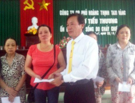 Thua Thien - Hue: Taxi Vang chung tay ho tro tieu thuong cho Tu Ha - Anh 2
