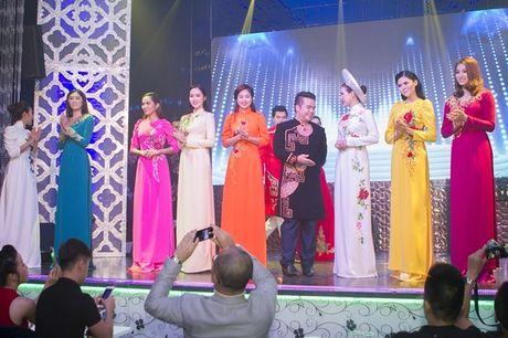 Hoa hau Thu Hoai lam vedette trong show thoi trang tu thien - Anh 1