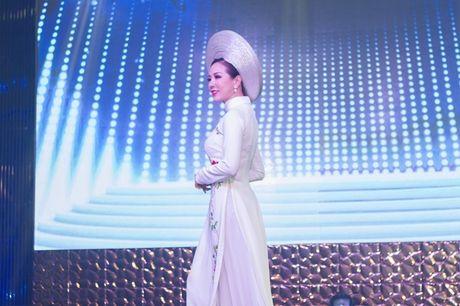 Hoa hau Thu Hoai lam vedette trong show thoi trang tu thien - Anh 4