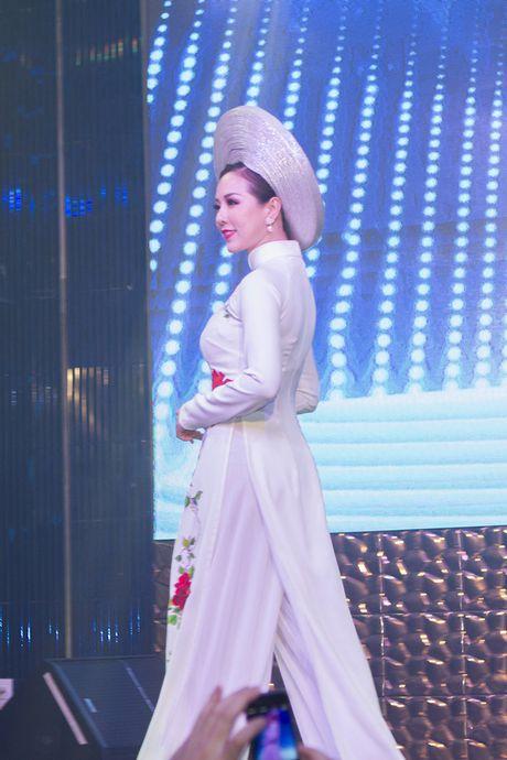 Hoa hau Thu Hoai lam vedette trong show thoi trang tu thien - Anh 5