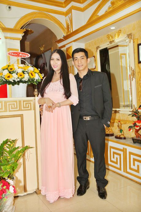 "Vo chong Phi Thanh Van hanh phuc sau nghi an ""bau gia"" - Anh 2"