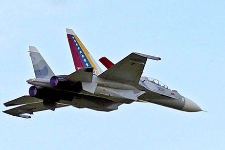 Tiem kich Su-30 Venezuela gap nan khi ngan chan may bay la - Anh 1