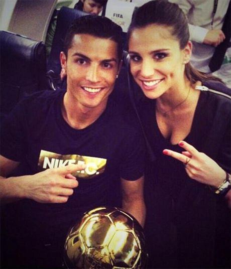 C. Ronaldo di an toi voi ban gai moi - Anh 8