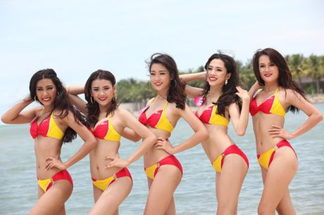 Thi sinh Hoa hau hoan vu nong bong voi bikini - Anh 4