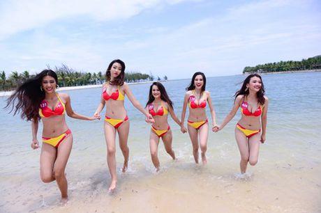 Thi sinh Hoa hau hoan vu nong bong voi bikini - Anh 6