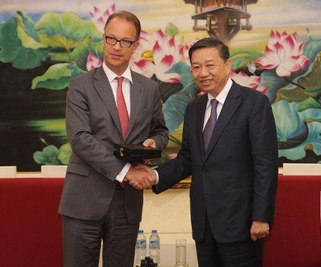 Thu truong To Lam tiep Cuc truong Cuc Chau A va Chau Dai Duong, Bo Ngoai giao Ha Lan - Anh 1