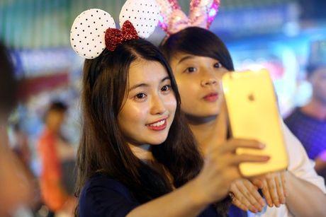 Hot girl di cho trung thu Hang Ma - Anh 13