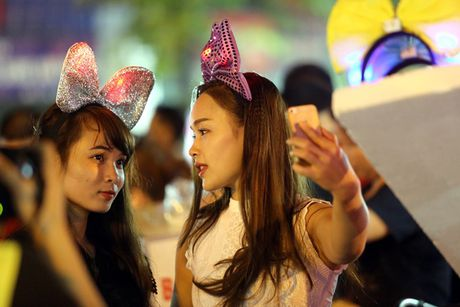 Hot girl di cho trung thu Hang Ma - Anh 7