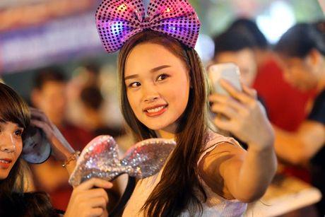 Hot girl di cho trung thu Hang Ma - Anh 8
