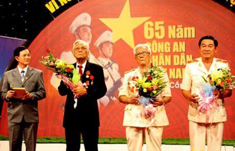 Thieu tuong Ho Viet Lam va 3 nam trong sao huyet dich - ky 2: Van co cao tay trong cuoc chien chong bon phan dong Le Quoc Tuy - Mai Van Hanh - Anh 1