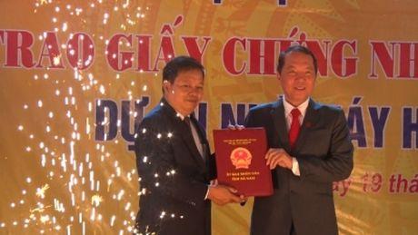 Trao giay chung nhan dang ky dau tu Du an nha may Hoa Sen Ha Nam - Anh 1