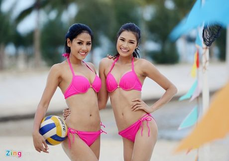 Thi sinh Hoa hau HVVN mac bikini choi bong chuyen - Anh 13