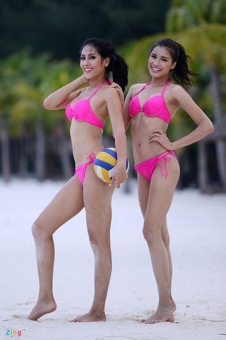 Thi sinh Hoa hau HVVN mac bikini choi bong chuyen - Anh 14