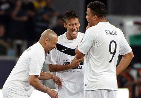 Roberto Carlos: 'Neymar gioi hon Messi va Ronaldo' - Anh 1