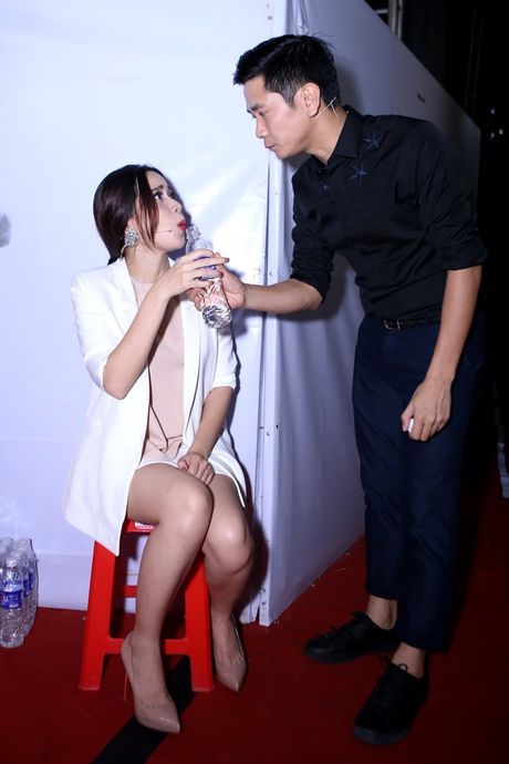 Ho Hoai Anh an can cham soc vo truoc gio len song - Anh 1
