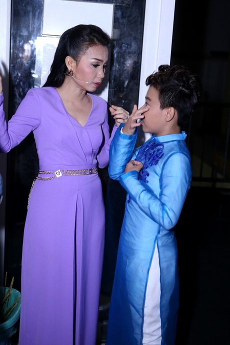 Ho Hoai Anh an can cham soc vo truoc gio len song - Anh 3