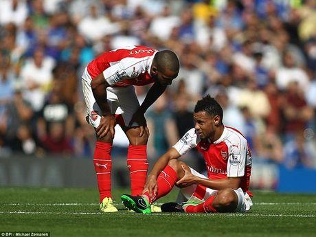 Arsenal guc nga trong tran dai chien voi Chelsea - Anh 2