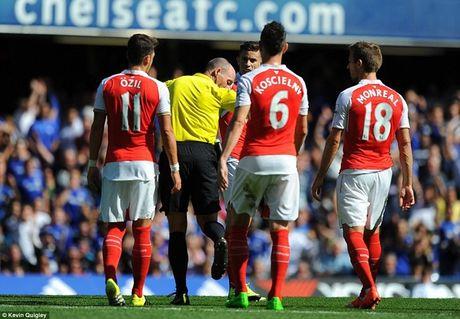 Arsenal guc nga trong tran dai chien voi Chelsea - Anh 8