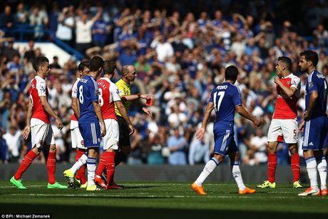 Arsenal guc nga trong tran dai chien voi Chelsea - Anh 9