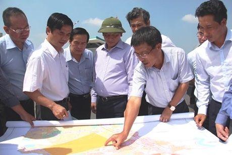 Thu truong Nguyen Nhat thi sat khu vuc CHK Quoc te Long Thanh - Anh 1