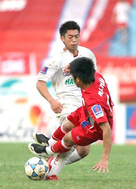 Lee Nguyen cung ngan 'dac san' bao luc cua V-League - Anh 1