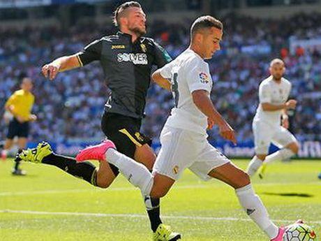 Real Madrid 1-0 Granada: Ronaldo tit ngoi, Benzema ghi ban duy nhat, Real thang toi thieu - Anh 1