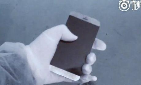 HOT: Video iPhone 7 lan dau xuat hien tai Foxconn - Anh 1