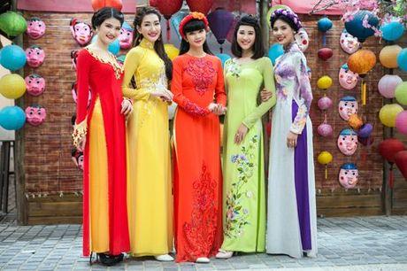 Ba me 3 con Ha Vy thuot tha 'dang ngoc' voi ao dai xuan - Anh 4