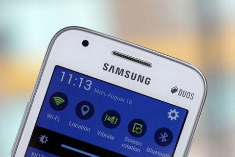 """Top 5 smartphone da tinh nang, gia """"mem"""" - Anh 2"""