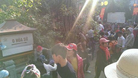 Canh tuong phan cam ngay khai hoi chua Huong - Anh 11