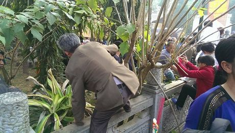 Canh tuong phan cam ngay khai hoi chua Huong - Anh 12