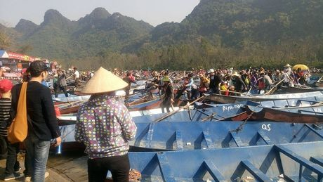 Canh tuong phan cam ngay khai hoi chua Huong - Anh 2