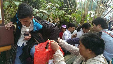 Canh tuong phan cam ngay khai hoi chua Huong - Anh 9