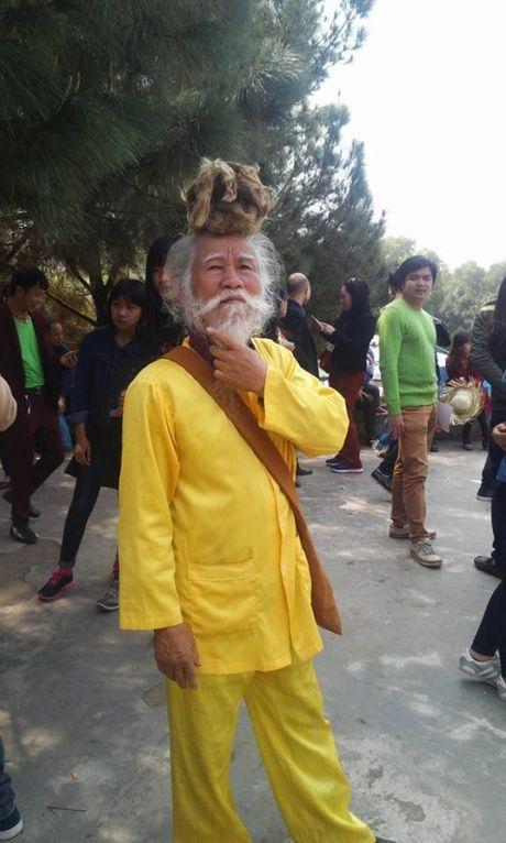 Di nhan 'toc ket rong' dung than tho o chua Phat Tich - Anh 12