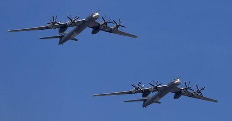 Khong quan Nga nhan them may bay nem bom chien luoc Tu-95MS - Anh 1