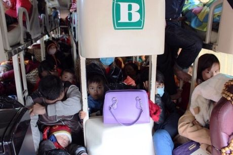 Quang Binh: Phat hon 200 trieu dong xe khach ngay mung 6 Tet vi pham tren QL 1A - Anh 2