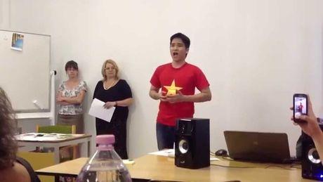 Chang du hoc sinh Viet noi tieng tren bao chi Hungary - Anh 1