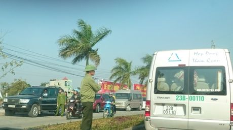 Du khach nuom nuop do ve Den Tran du chua chinh hoi - Anh 2